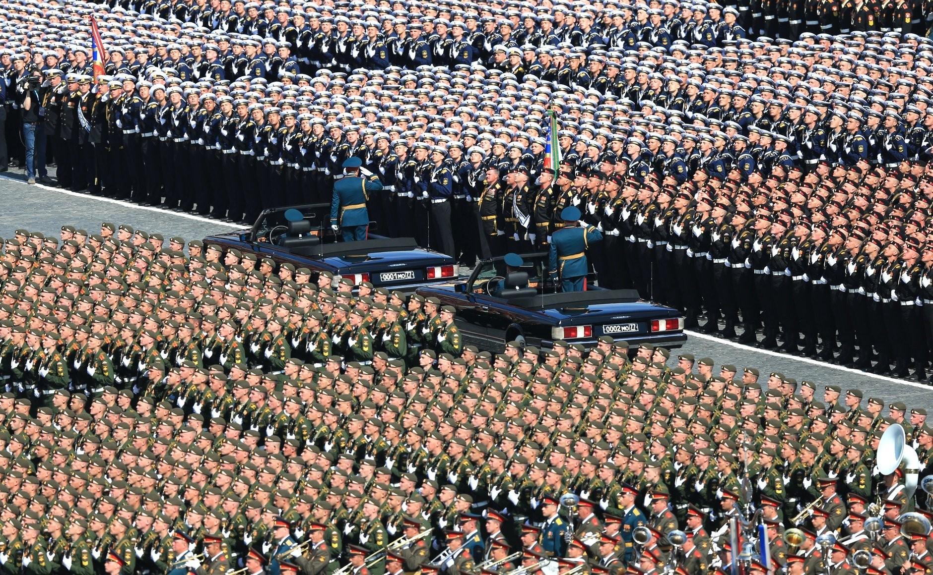 На Красной площади начался Парад Победы
