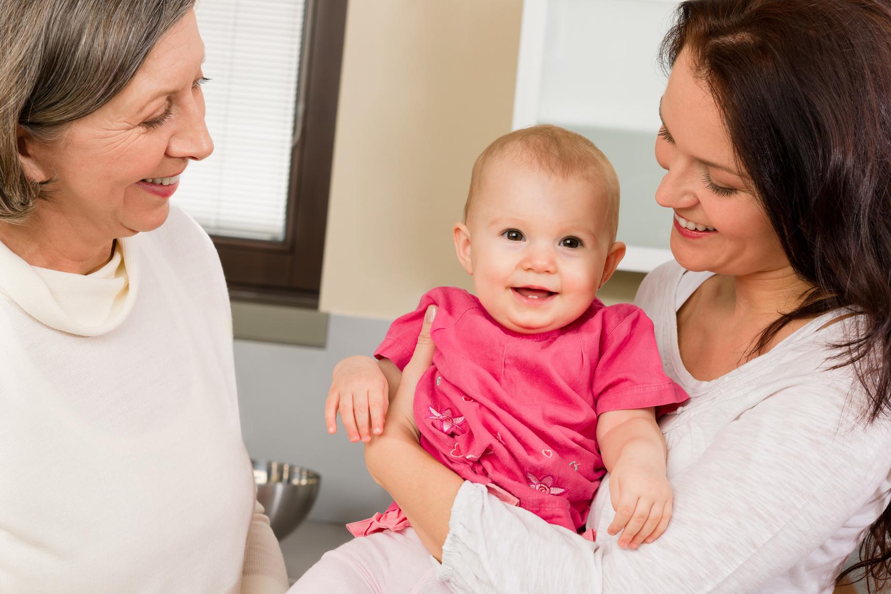 Парламентарии Госдумы внесли предложение о предоставлении нянь многодетным семьям с детьми до трех лет