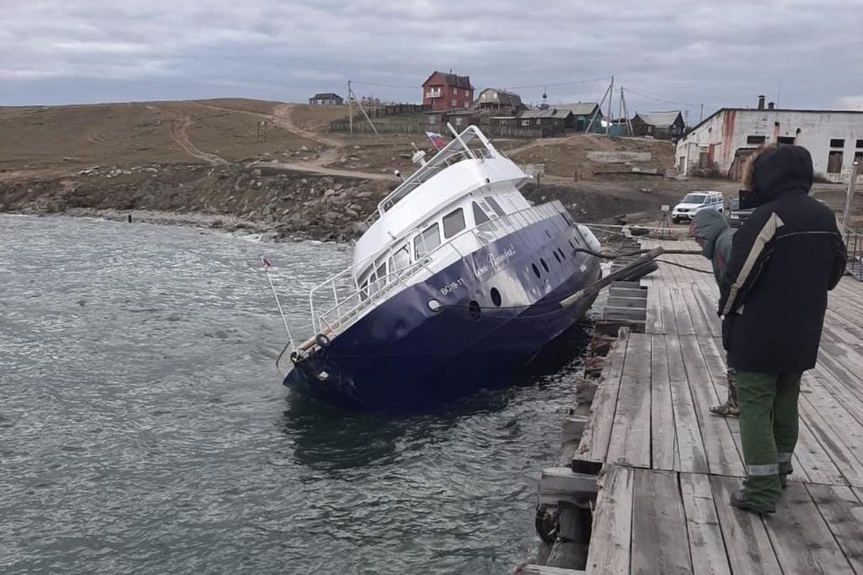 В Байкал во время шторма попали нефтепродукты