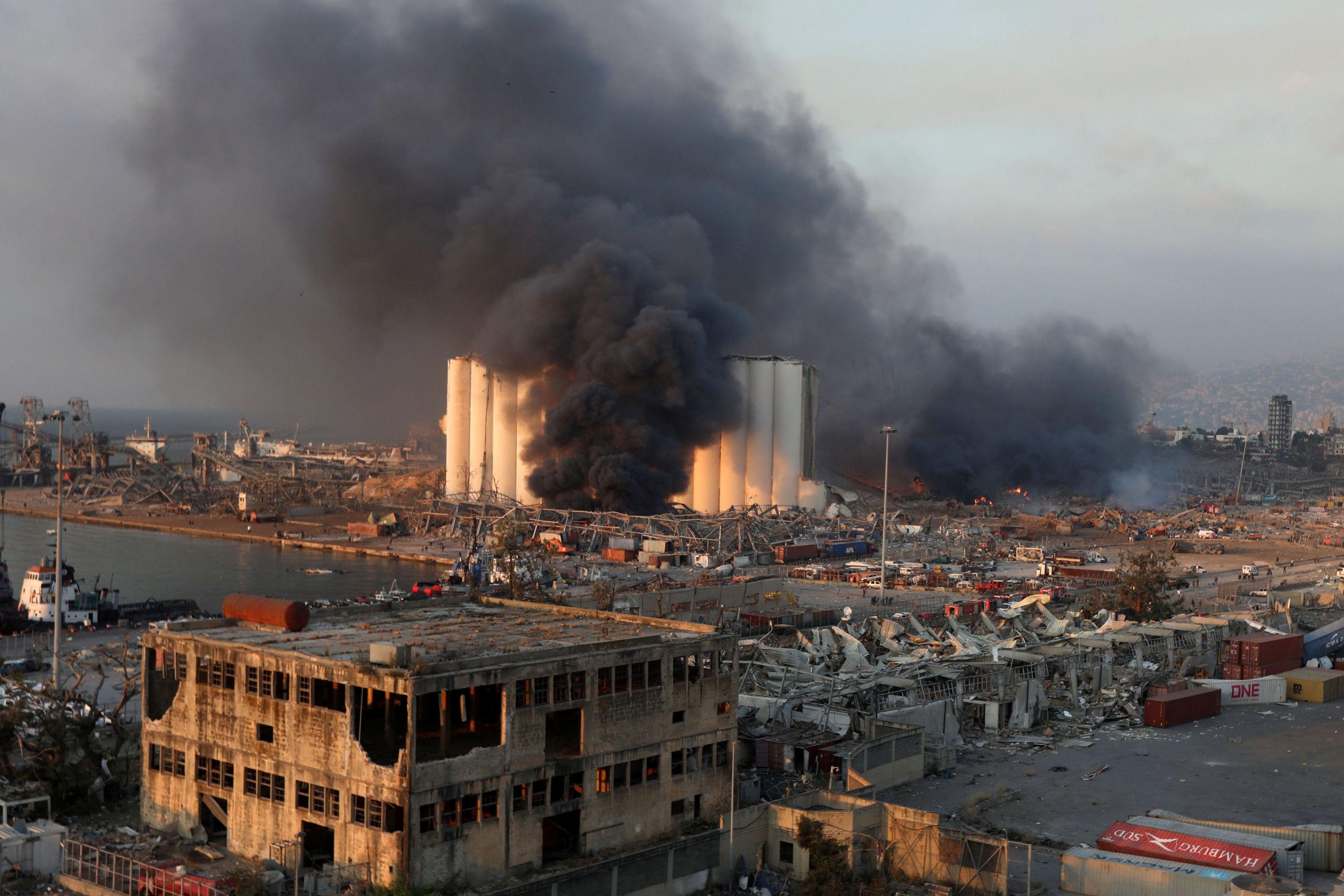 Количество жертв после взрыва в Бейруте продолжает расти