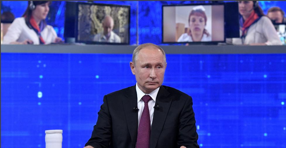 В этом году Кремль решил отказаться от традиционной прямой линии с президентом