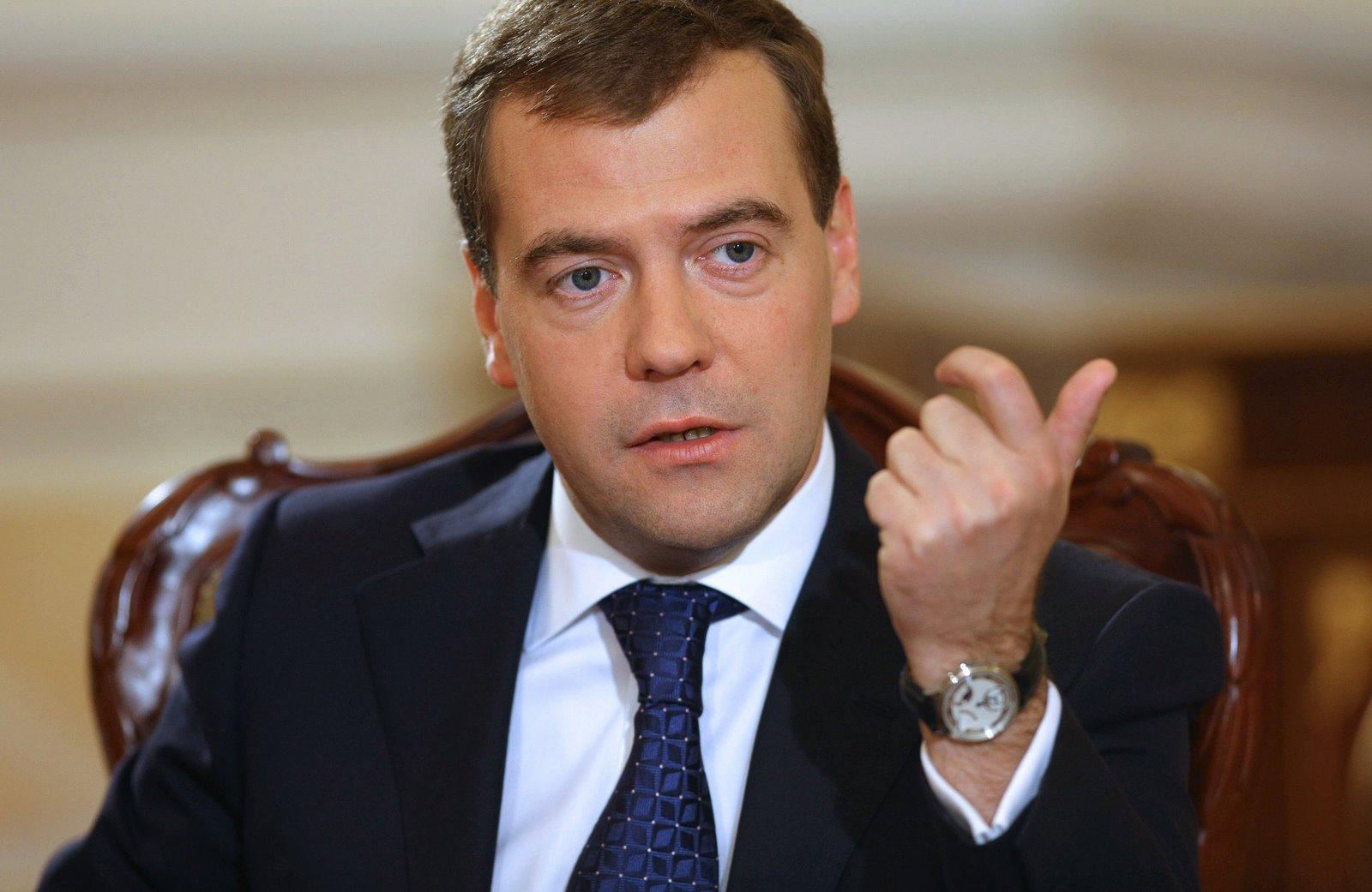 Медведев пообещал выдавать препарат Авифавир бесплатно