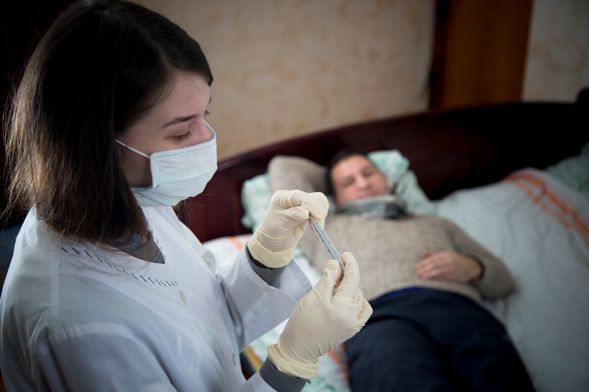 В городе на Неве появилась служба по вызову врача на дом