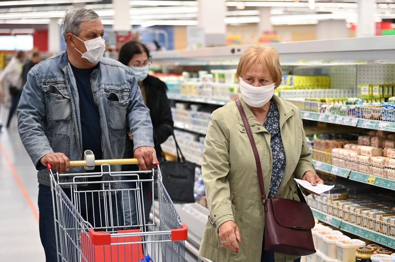 На выход: Теперь продавцы магазинах имеют законное право не обслуживать покупателей без СИЗ