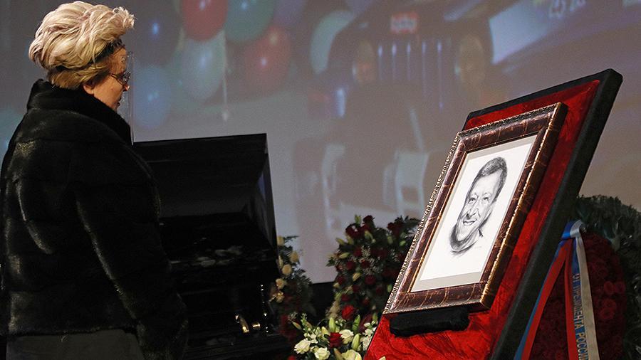 Началась церемония прощания с Борисом Грачевским