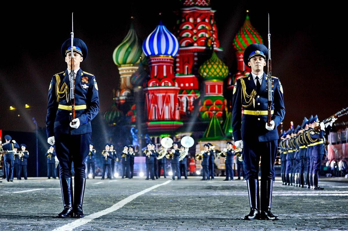 Самородок «Защитник отечества»: как Россия 23 февраля отмечала