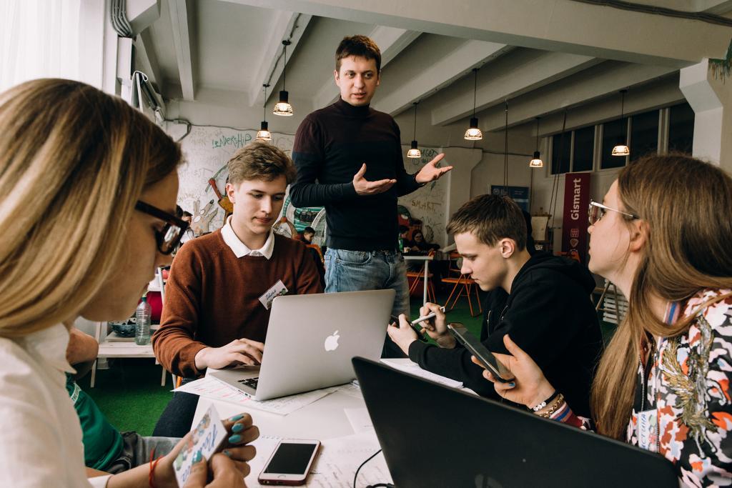 Нечаев: школьников необходимо обучать предпринимательству