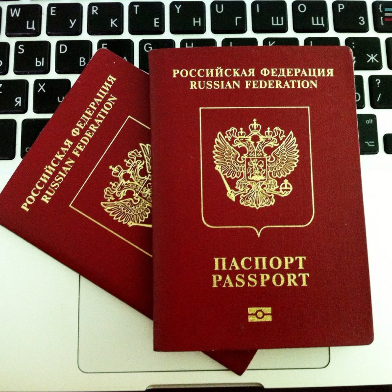 Должники могут лишиться загранпаспортов