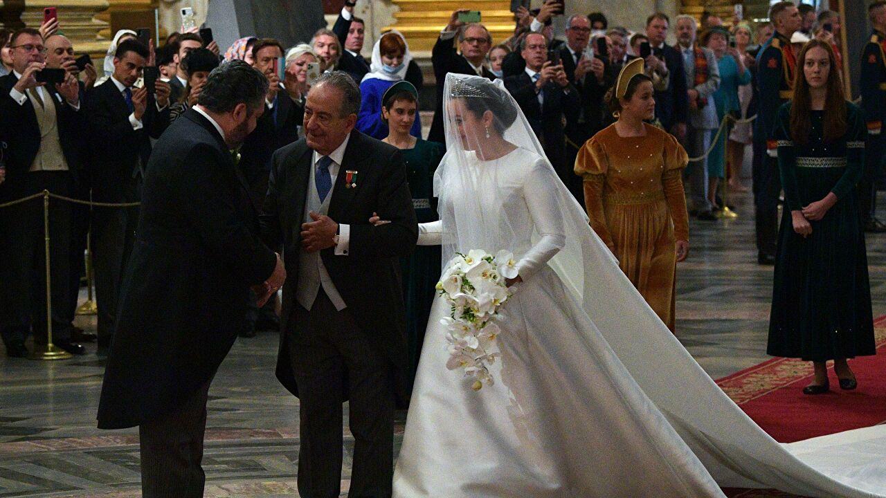 Журналистов выгнали с венчания князя Георгия Романова за вопрос об антиковидных мерах (видео)
